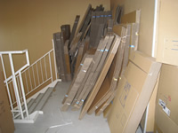 避難階段に物品