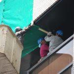 ビルの外壁崩落事故発生、危険な兆候はなかったか