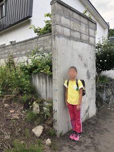 娘と通学路上の危険なブロック塀などを確認しました